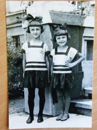 Dětská fotografie sester Suchánkových v roce 1932