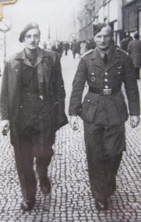 Jiří Fochler (vpravo) v Praze