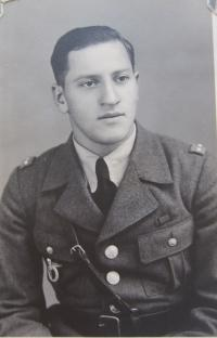 Nadpraporčík Morgenstern (Malina), Armín , který byl s Jiřím Fochlerem v letecké škole v Gruzii a v roce 2005 mu bylo uděleno čestné občanství města Loštic