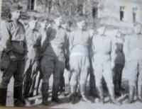 Vojáci 1. čs. armádního sboru v SSSR na výcviku v pilotní škole v Gruzinském městě Telavi-Jiří Fochler druhý zleva