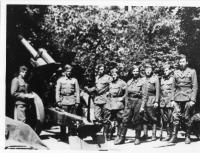 1st detachment, 1st Czechoslovak Independent Brigade, gun crew of a 250-mm howitzer (standing left is Vasil Derďuk)