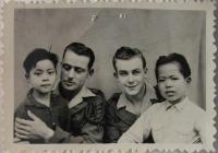 Němček - vpravo (v zajateckém táboře ?) - 1951 (?)
