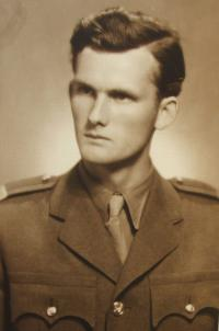 Julián Slepecký in 1950