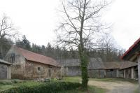 Tento dvůr se stal vynuceným úkrytem Václava Jakeše po dobu více než 15 let.