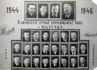 Školní foto - absolventi Zemské zimní rolnické školy v Milevsku 1944-1946 - Václav Jakeš ve druhé řadě 4. foto