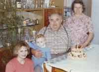 Anastázie Barteisová s rodinou