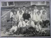 Život na Volyni - třída s českou učitelkou (pamětnice v kroužku)