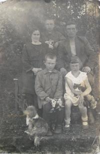 Libuše s rodiči a bratry