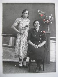 Libuše s matkou Naďou Čížkovou