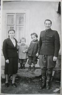 Libuše Rudkovská s bývalým manželem a dcerami v Tisé