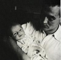 B. Stern s prvním synem Janem, 1941