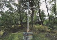 Na paměť Františka a Jarmily Hořejších byl roku 1999 obnoven smírčí kříž v Otrubech