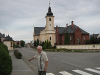 Josef Nosiadek před kostelem v Píšti-červenec 2010