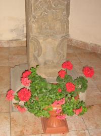 Místo kde na soše sv. Jana Nepomuckého byl český nápis