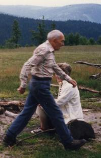 Dědův pověstný krok (2002)