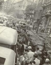 1968, srpen, trosky po výbuchu u Rozhlasu