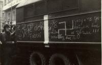 """1968, srpen, """"lidová tvořivost"""" proti okupantům v pražských ulicích"""