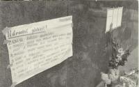 1968, srpen, Václavské náměstí, plakáty u sochy sv. Václava