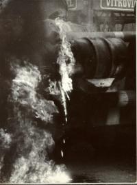 """1968, srpen, jak zapálit tank: """"Vytáhněte jejich krumpáč, prokopněte sud a škrtněte sirkou"""""""