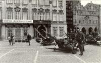 1968, srpen, Praha, Staroměstské náměstí, okupanti se nechtějí fotografovat