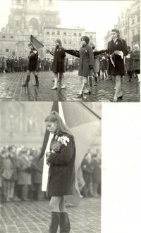 1969, leden, tryzna za Jana Palacha, smuteční průvod na Staroměstském náměstí, na snímcích budoucí herečka Andrea Čunderlíková