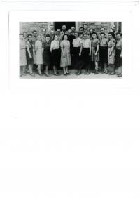 Společná fotografie s muži během návratu květen 1945