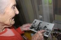 Milada Cábová při vyprávění svého životního příběhu (zdroj: Klára Kučerová, 2013)