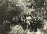 Stěhování z lesního tábořiště po osvobození Sovětskou armádou (zdroj: osobní archiv p. Cábové)