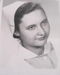 Ingeborg Cäsarová jako zdravotní setra-1954