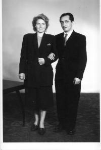 Erika Bednářová s manželem Oldřichem-1952