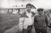 V romské osadě v Levoči, 1978 (L. Goral vlevo)