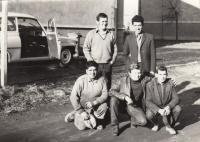 V Montážním podniku spojů, 1969 (L. Goral druhá řada vpravo)
