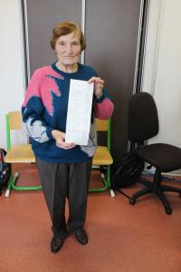 Marie Šalamunová with the list