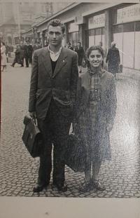 Se sestrou v Praze v roce 1955