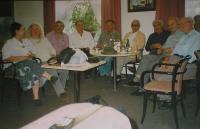Brněnští Řekové v kavárně Slavia
