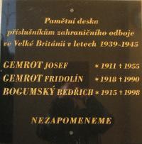 Pamětní deska na městském úřadě v Rychvaldě