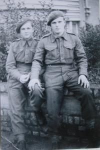Kamarádi z Československé obrněné brigády ve Velké Británii-1944