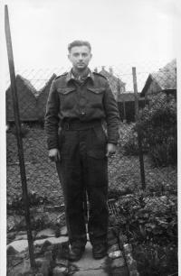 Miroslav Fišer v Československé samostatné brigádě ve Francii v roce 1945