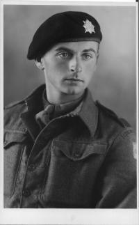 Miroslav Fišer v československé brigádě ve Francii v roce 1945