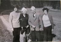 Rodina v roce 1972- zleva manžel pamětnice Svatopluk, Dáša Bičovská, Hubert a Vlasta Lánští