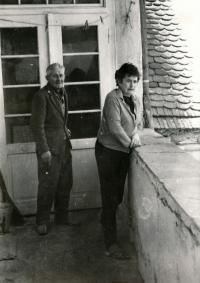 Rodiče Hubert a Vlasta Lanští po vystěhování v Baníně