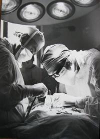 Při operaci