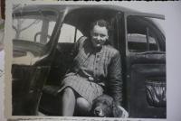 Ve svém automobilu po válce