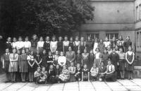 Drtinovo gymnásium - poslední foto Hany mezi ostatními spolužáky