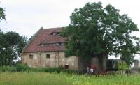 Další zemědělský objekt v Bukolowu náležející k táboru Kurzbach - tehdy tu bylo umístěno 400 vězeňkyň a marodka