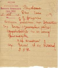 Průvodní list na cestu domů, který Renatě Knappové vystavil ruský velitel posádky ve Wohlau