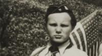 skauti z Police na oslavách z konce války - detail na Bohuslava Straucha-Grizzlyho