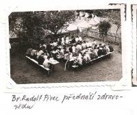 Oblastní lesní škola Jiráskovy oblasti - srpen 1946 - br. Rudolf Pivec přednáší zdravovědu