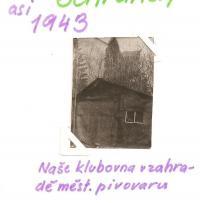 Klub ochránců polických stěn - Naše klubovna na zahradě městského pivovaru (asi 1943)
