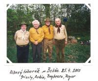 Slibový táborák u Botiče 25. 4. 2000 (Grizzly, Robin, Bagheera, Roger)